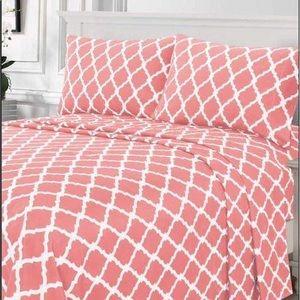 ⭐️SALE⭐️Queen 4pc Coral Arabesque Bedsheets
